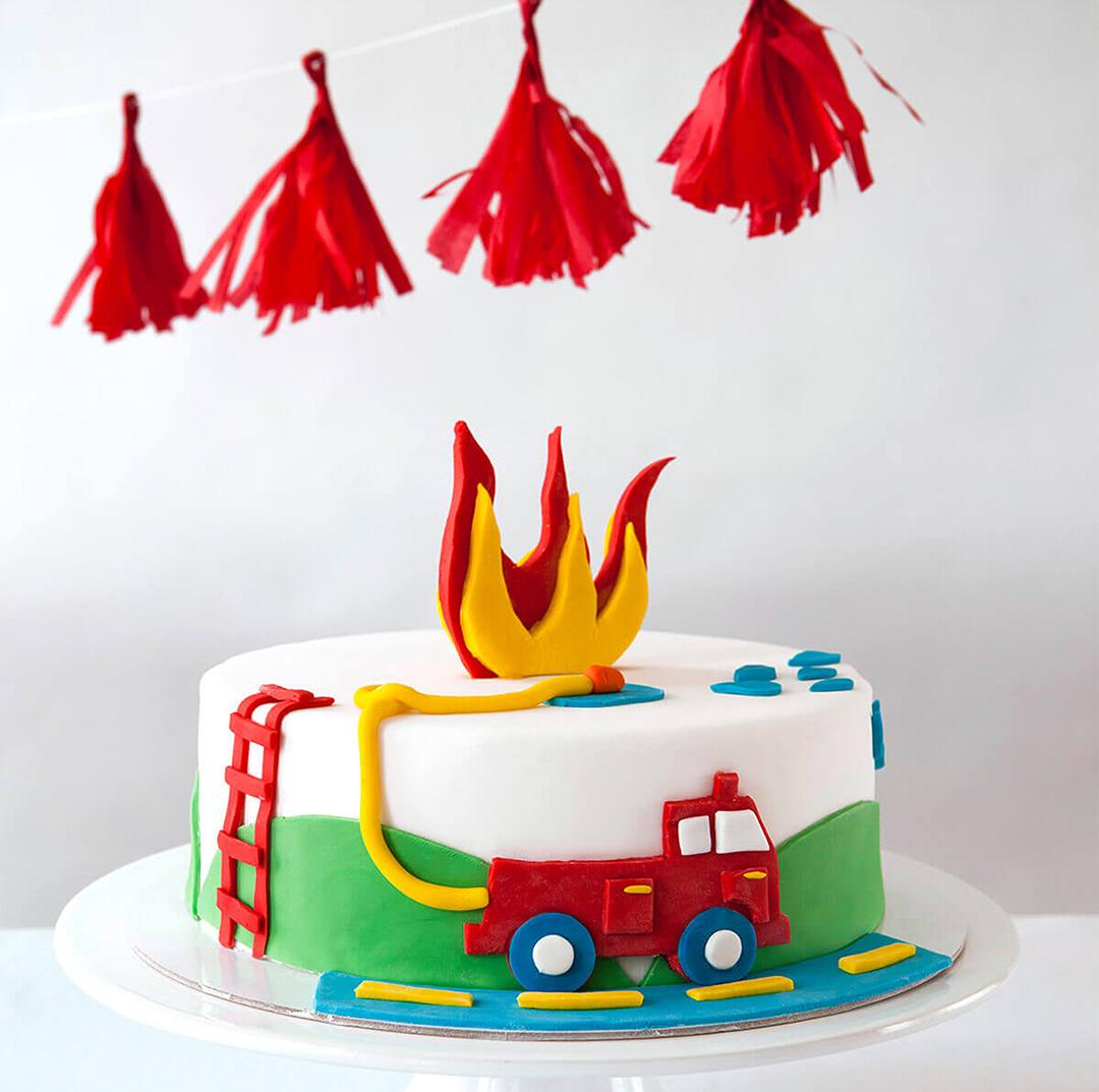 FIRE TRUCK CAKE KIT